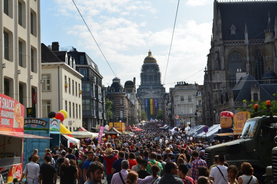 La rue de la Régence le 21 juillet