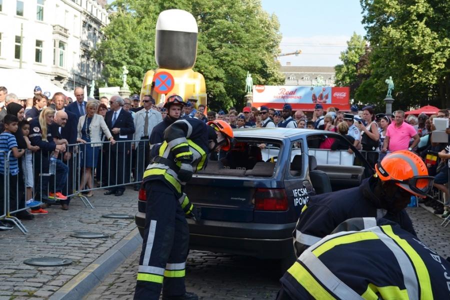 ontzetting van een voertuig door de jeugdbrandweer