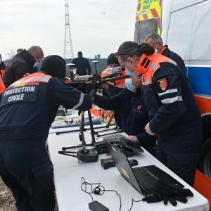 Un équipement de mesure est fixé au drone © Geert Biermans